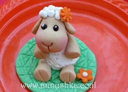 כבשת ניקי מבצק סוכר
