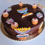 עוגת שוקולד עם קישוטים מבצק סוכר לחג חנוכה