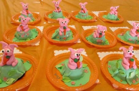 הפעלת בצק סוכר - פיסול דמות של ארנב עם גזר (גילאי 6-7)