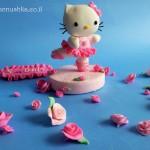 ערכה לקישוט עוגה עם דמות הלו קיטי מפוסלת בבצק סוכר
