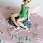 עוגת טינקרבל מעוצבת בבצק סוכר
