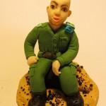 דמות של חייל מפוסל מבצק סוכר