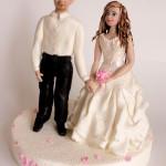 דמויות של חתן וכלה מבצק סוכר
