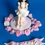 ערכה לקישוט עוגה עם דמות מפוסלת מבצק סוכר