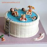 עוגת בריכה למדריכת שחיה לילדים