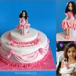 עוגת יום ההולדת עם דמות מפוסלת לפי תמונה